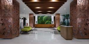 hotel alana loby