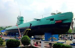 monumen kapal selam 4